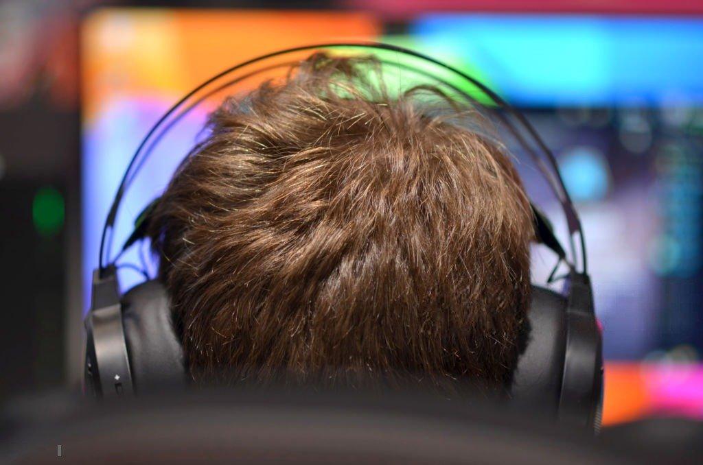 Зарабатывать играя в игры реально. Обзор самых доходных игр.