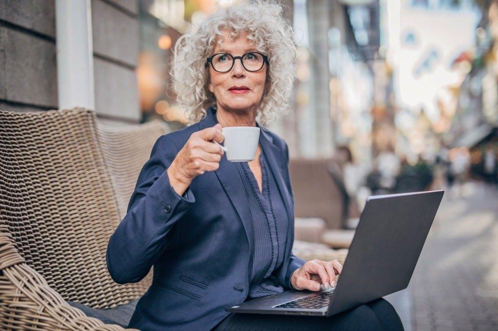 Не хватает пенсии? Способы заработка в интернете для пенсионеров.