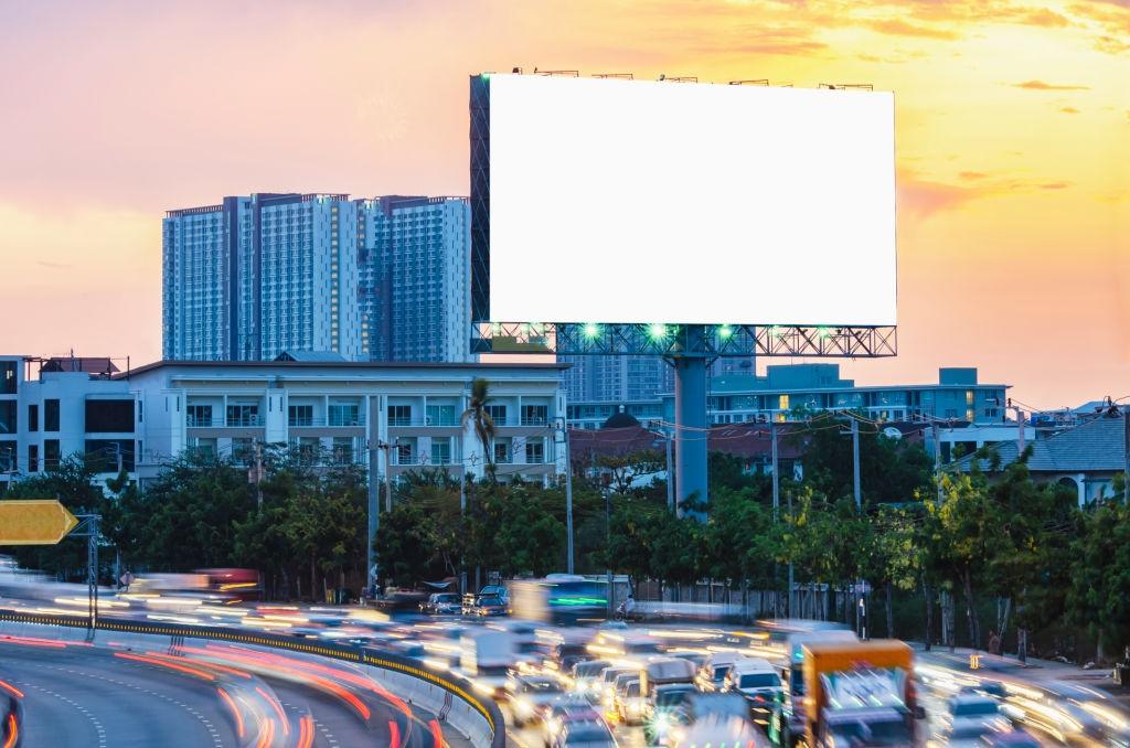 Новая акция для бизнеса. Раздают места на билбордах бесплатно.