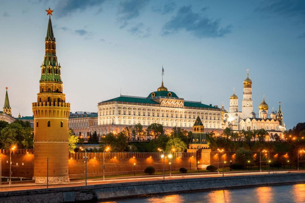 В правительстве выступили с идеей раздать всем россиянам по 25000 руб.
