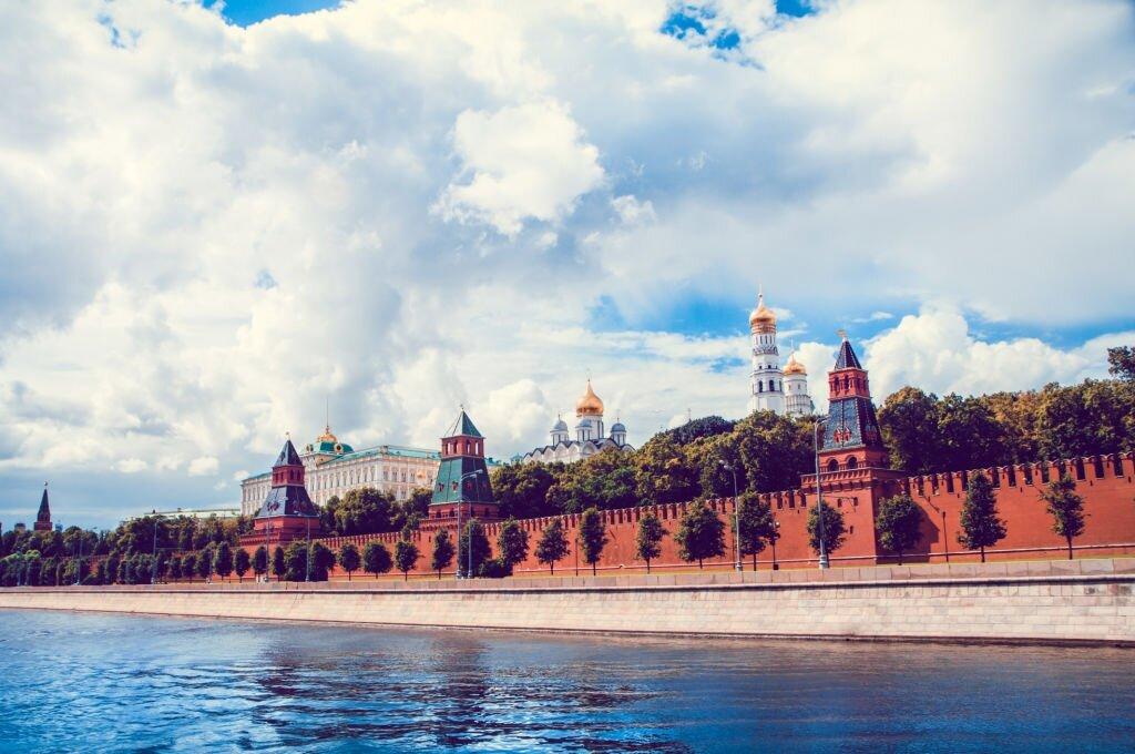 Почему в СССР выпускали все, но были очереди, а сейчас наоборот?