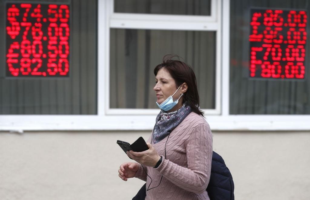 Для чего Центробанк до сих пор публикует курс советского рубля на сайте?