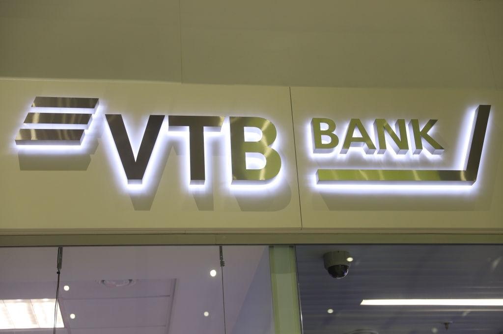 Банки трубят о падении доходов. Люди к ним не идут. Почему?