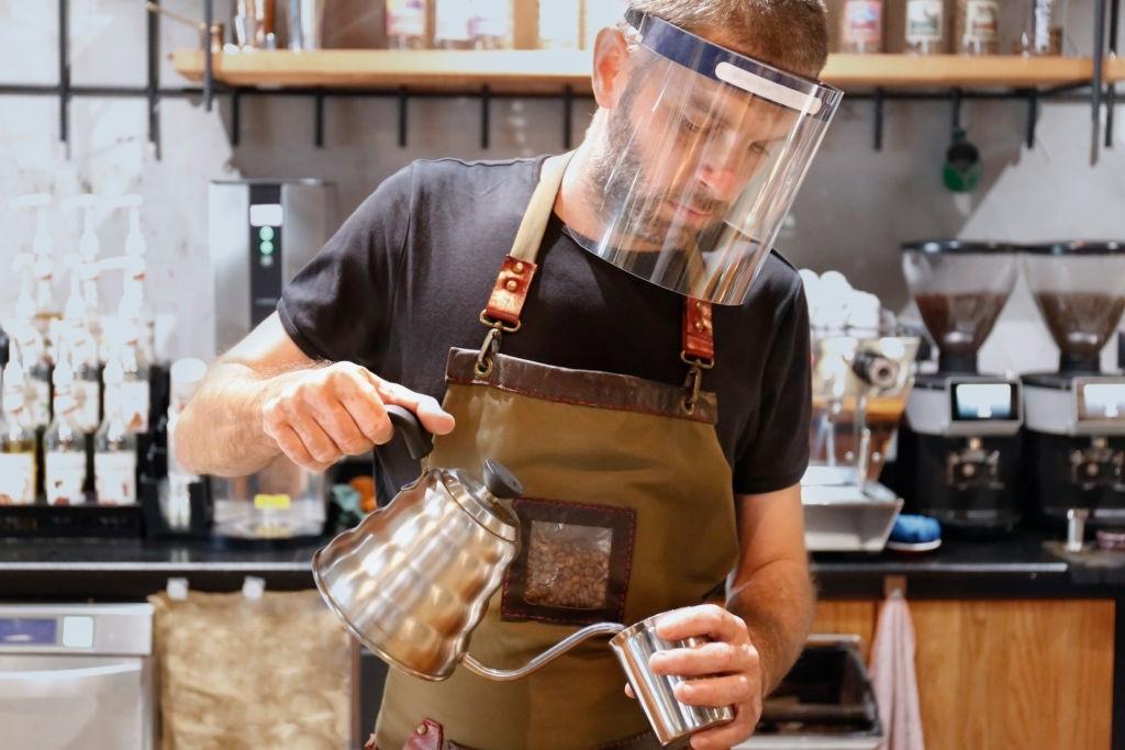 Как открыть небольшой кафетерий при минимальных вложениях
