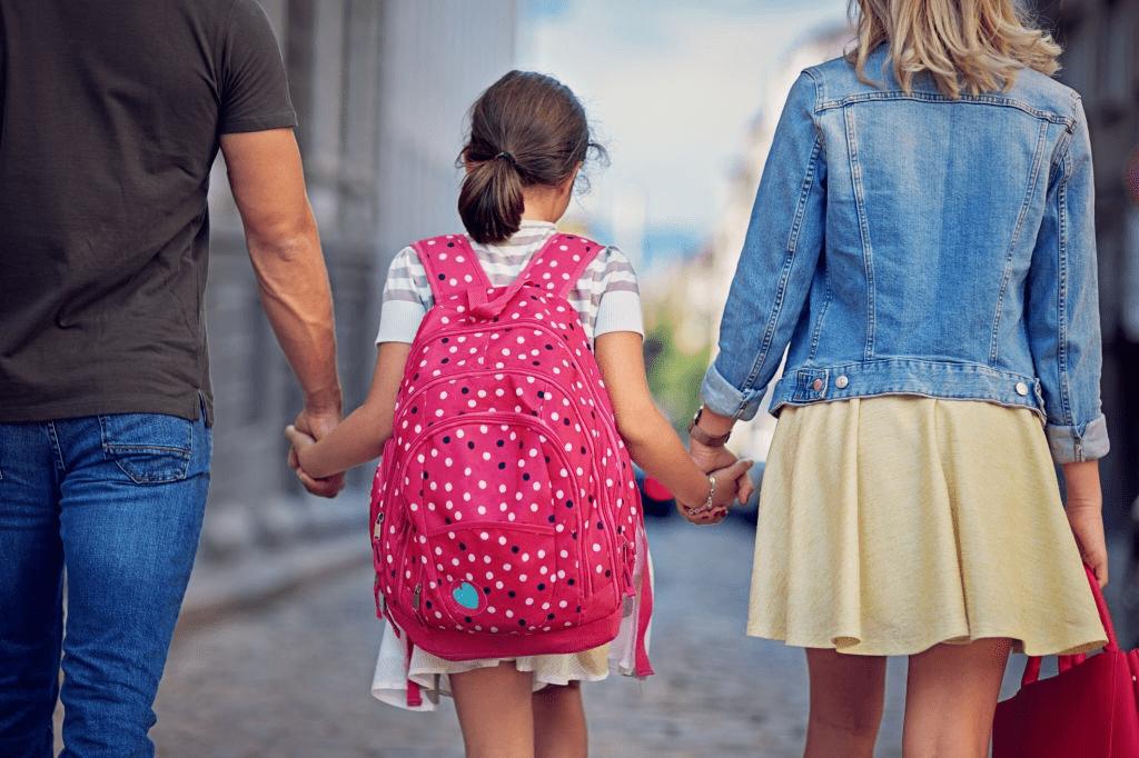 Россиян с детьми будут платить по 10 тысяч на школу