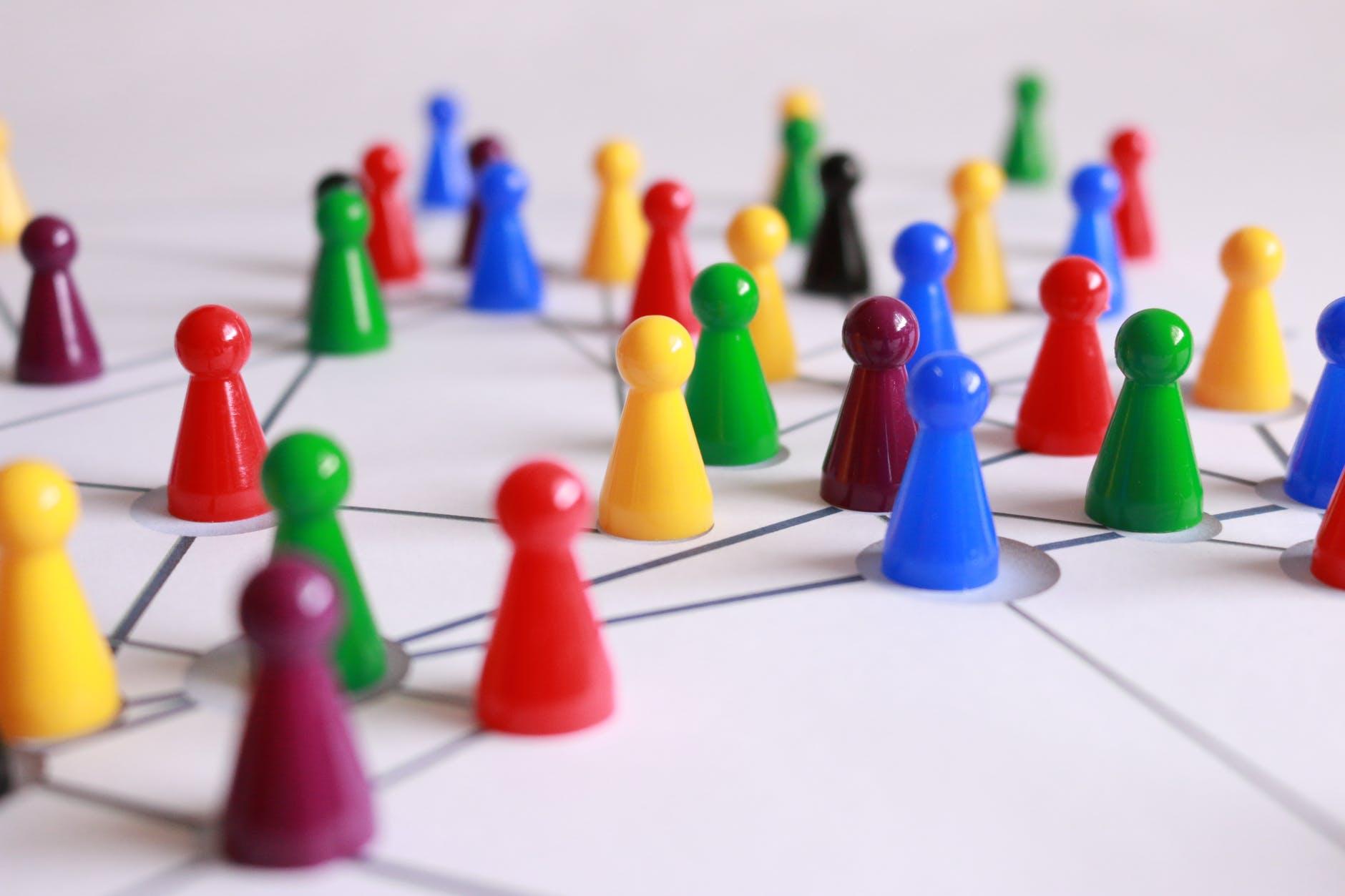 Как расширить базу бизнес-контактов с помощью инструментов для поиска email в 2021?